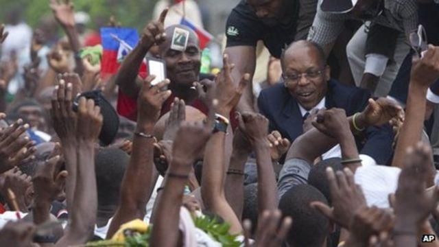 Haiti crowds defy ban to 'protect' ex-President Aristide