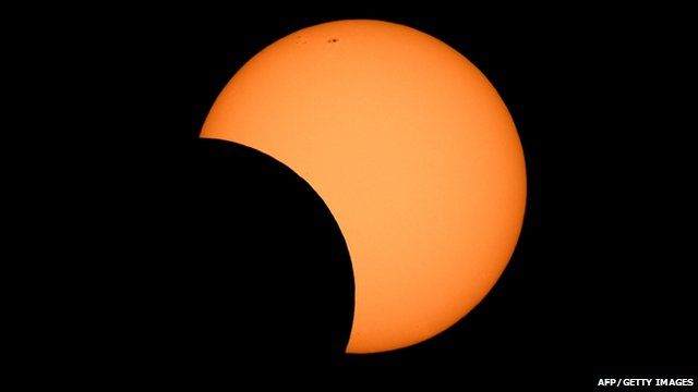 Crowds watch 'gorgeous' solar eclipse in Australia