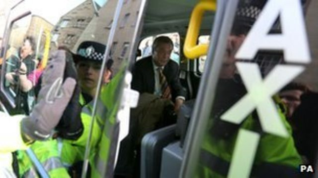 Farage swarmed by angry protesters in Edinburgh