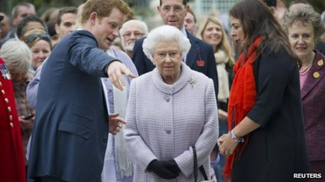Chelsea Flower Show visited by the Queen