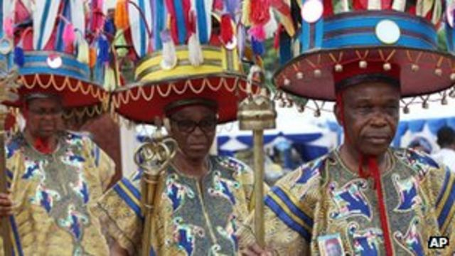 Chinua Achebe: Nigeria holds funeral for author