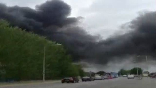 Mobile phone footage of Greenfield Business Park fire in Flintshire