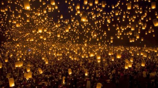 Philippines crowd attempts new paper lantern record