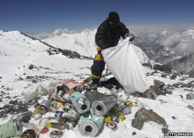 Everest crowds: The world's highest traffic jam