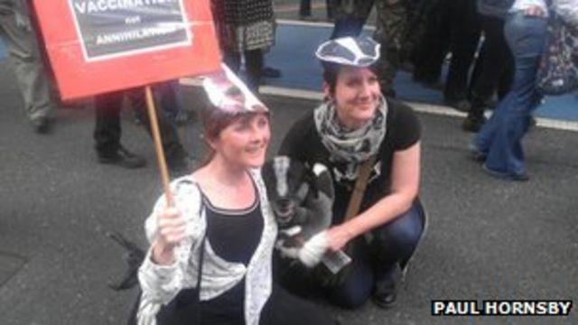 Anti-badger cull rally held in London as pilot culls begin