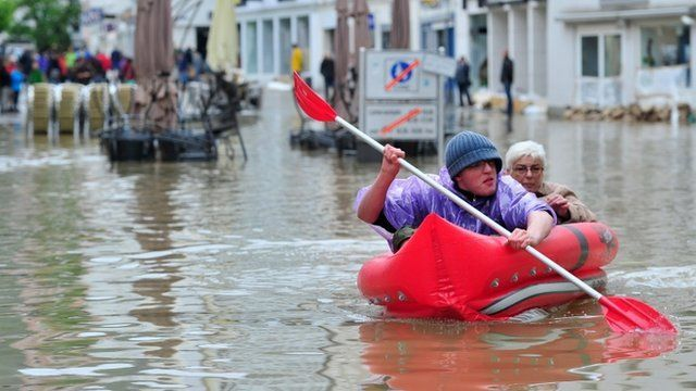 A man and a woman canoe in the street in Germany