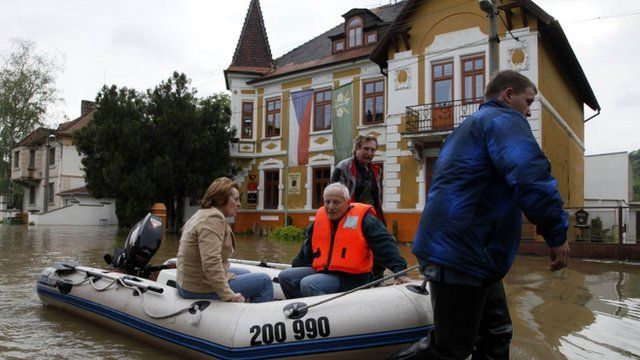 Rescue workers attend to residents of the flooded village of Kresice near the city of Litomerice, June 4, 2013