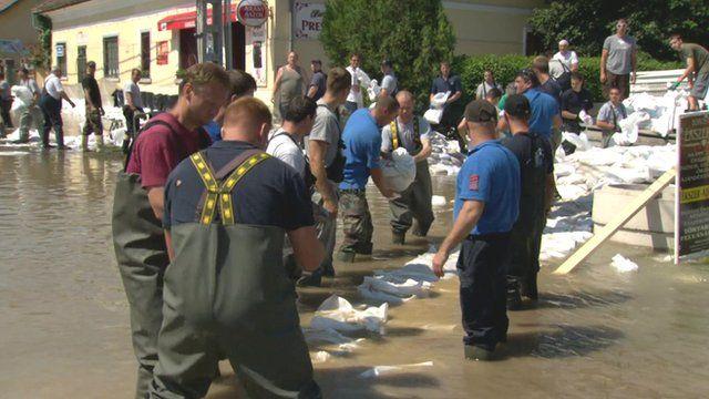 Firefighters and volunteers in Nagymaros lay sandbags