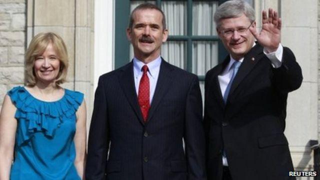 Canadian astronaut Chris Hadfield to retire