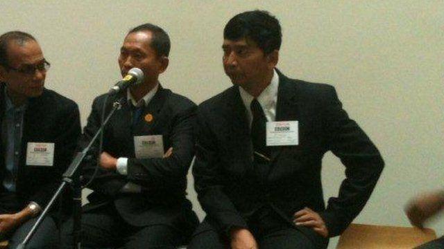 Min Ko Naing (on right)