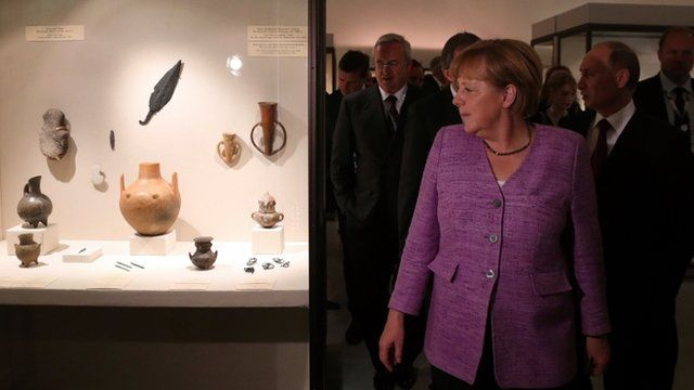Merkel and Putin visit the Bronze Age of Europe - Europe Without Borders exhibition at the State Hermitage fine art museum in St. Petersburg