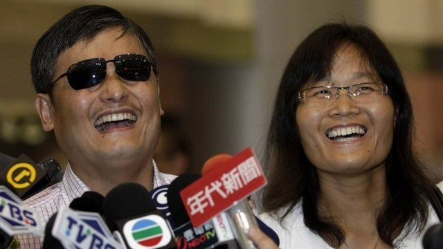 Chinese dissident Chen Guangcheng (L) and his wife Yuan Weijing
