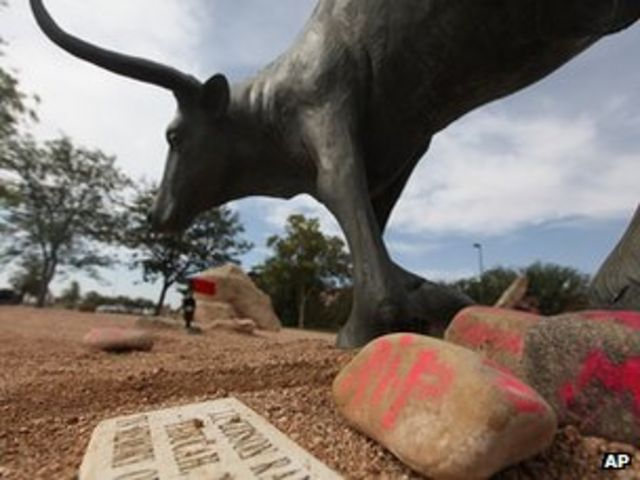 Texas teen dies after being impaled on bull statue horn
