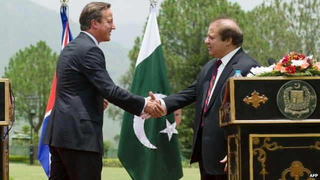 David Cameron and Nawaz Sharif shake hands