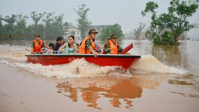 Rescuers evacuate residents from flood-hit areas of Chongqing, China