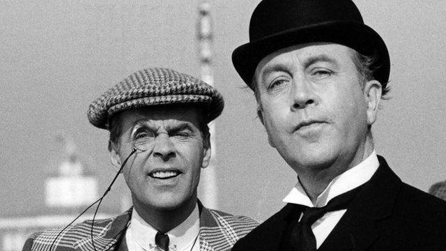 Bertie (Ian Carmichael) and Jeeves (Dennis Price)