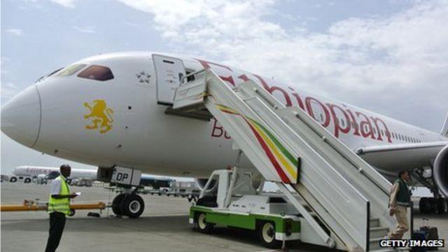 Boeing Dreamliner: Air investigators urge action over fire