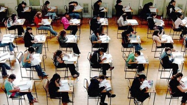 Wales-only GCSE exams start in 2015, says Welsh government