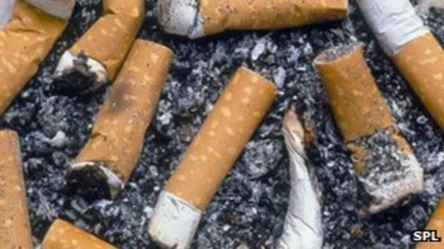 Plain cigarette packs 'encourage smokers to quit'