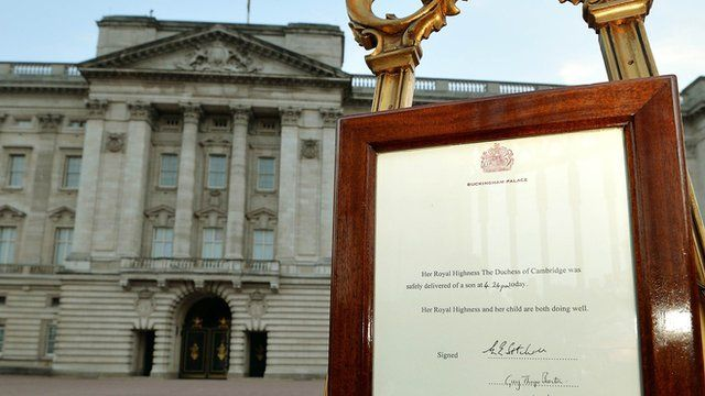 The announcement of the birth displayed outside Buckingham Palace