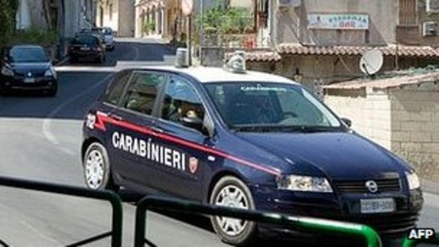 Italy police swoop on Mafia near Rome and in Calabria