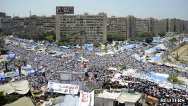 Egypt turmoil: Morsi supporters defy removal threats