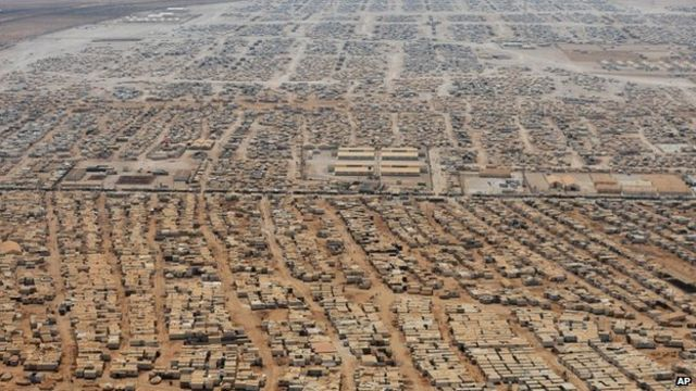 Syria crisis: Deadly clash in Jordan's Zaatari camp