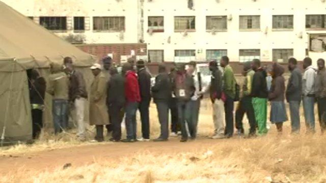 voters queuing