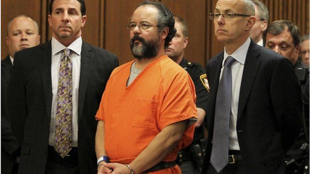 Ariel Castro (c) and attorneys Craig Weintraub (L) and Jaye Schlachet
