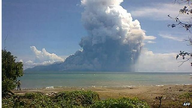Indonesia volcano eruption: Six dead on Palue