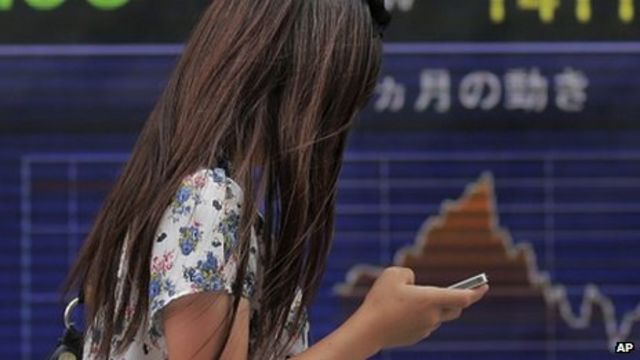 Japan: Smartphone accidents spark safety warnings