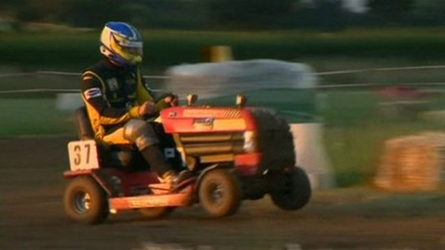 Lawn Mower Racing >> Northerners Kick Grass Won The Uk Lawn Mower Endurance Race