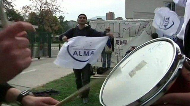 Striking workers outside Alma