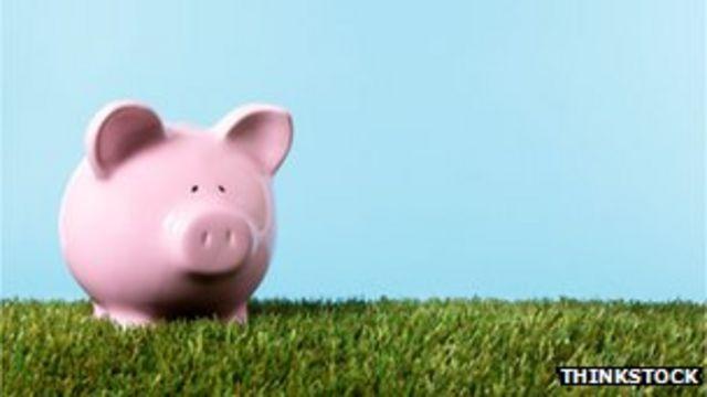 Cash worries 'leave women saving less than men'