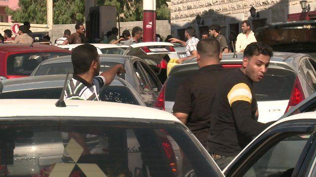 Tensions at Gaza filling station over petrol shortage