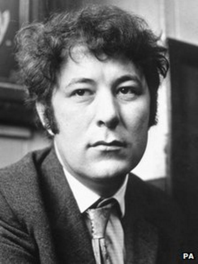 Poet Seamus Heaney dies aged 74