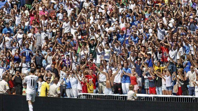 Gareth Bale meeting Real Madrid fans