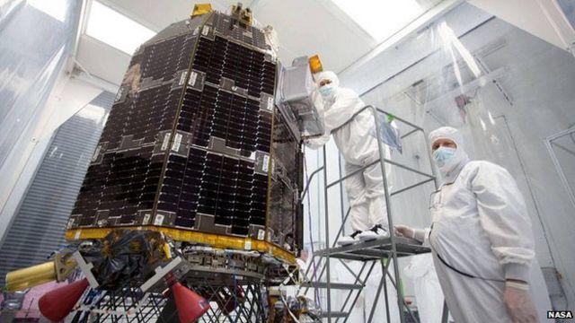 Nasa's LADEE Moon probe lifts off