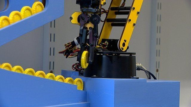 A robot playing Connect 4