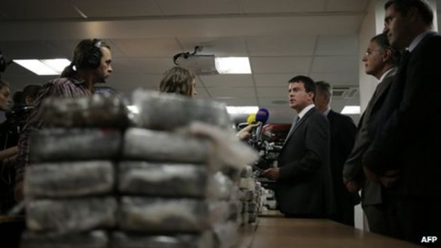 Venezuela arrests 22 over cocaine in plane to Paris