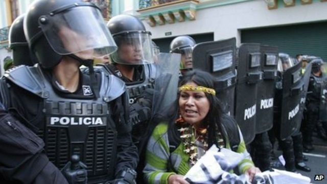Ecuador officers face arrest over 'crimes against humanity'