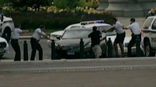 The car crashes into barricades