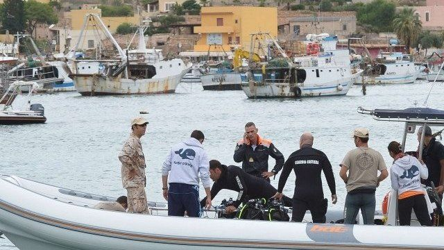 A team of divers with coast guards in Lampedusa harbour