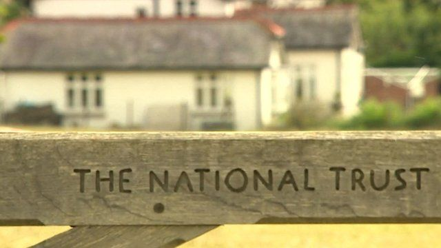 'The National Trust' sign