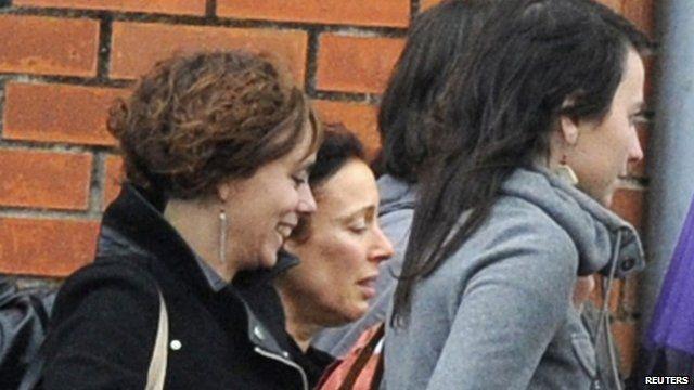 Ines Del Rio (c) leaves jail