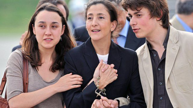 Ingrid Betancourt with her two children