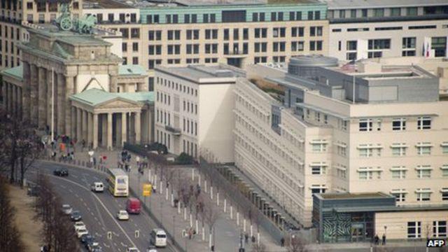 NSA: New reports in German media deepen US-Merkel spy row