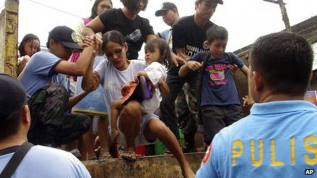 Monster typhoon Haiyan roars across Philippines