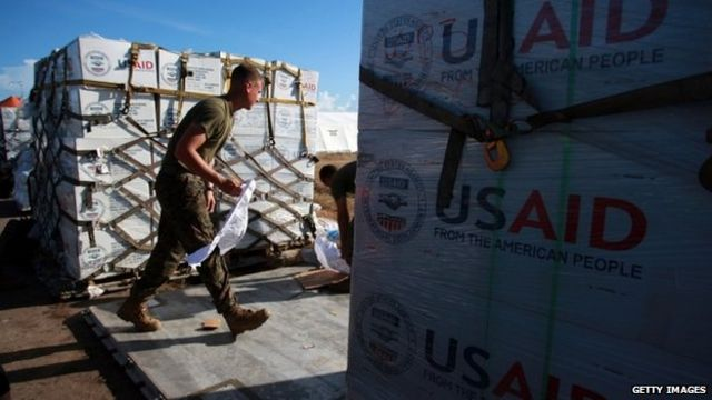 Typhoon Haiyan: US carrier boosts Philippines relief effort