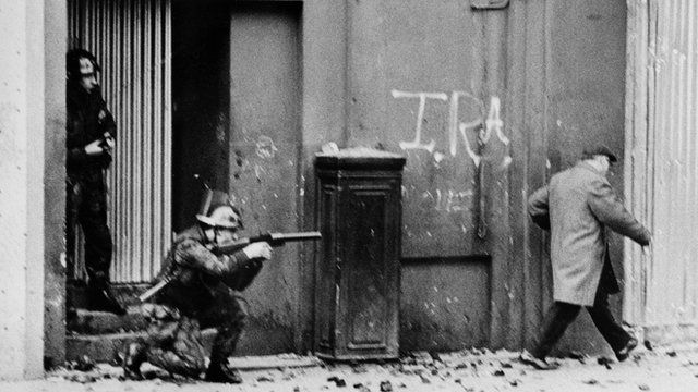 British soldiers patrolling Derry in 1971